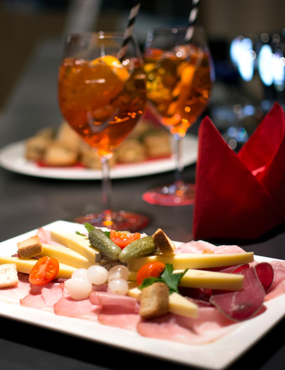 aperitivo con formaggi e affettati al ristorante Il Ritrovo Campra