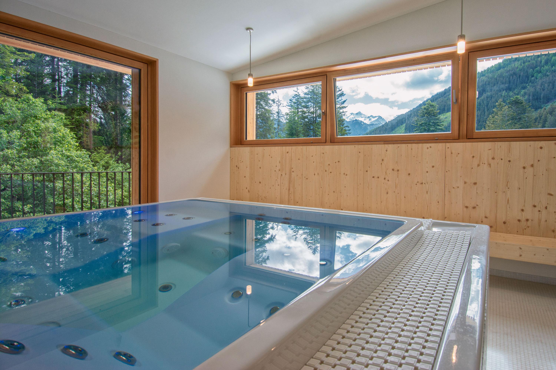 idromassaggio nella Spa del Campra Alpine Lodge & Spa