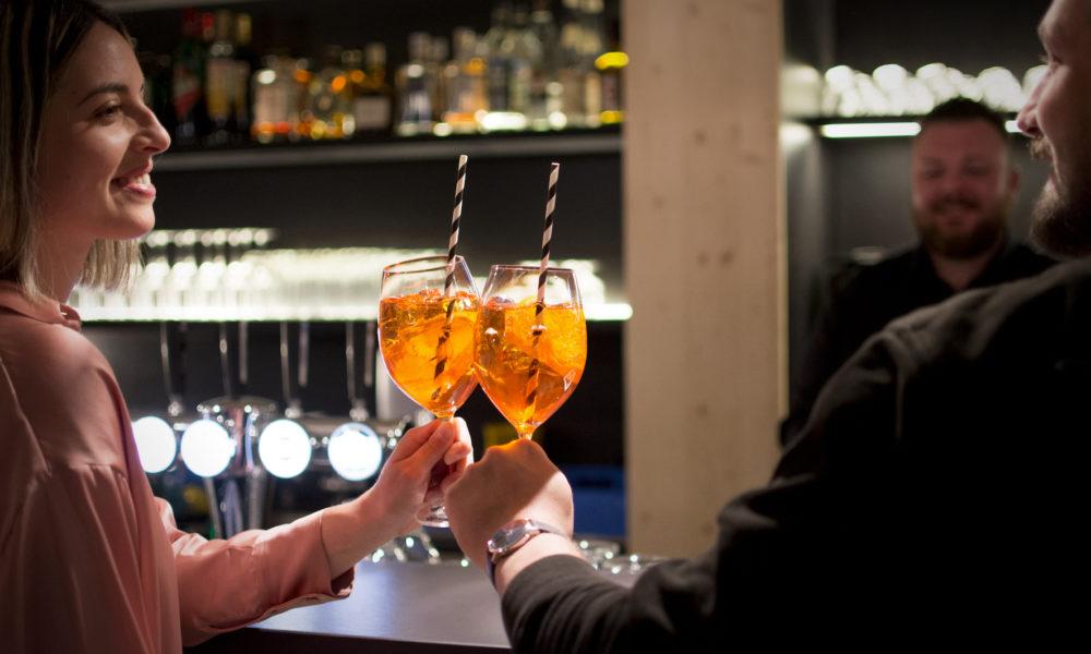 Campra Alpine Lodge & Spa aperitivo al lounge bar Il Ritrovo